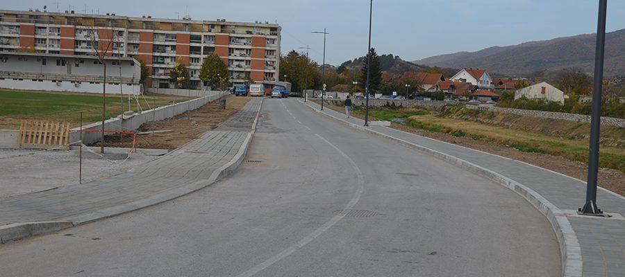 Ulica iza stadiona - Naslovna